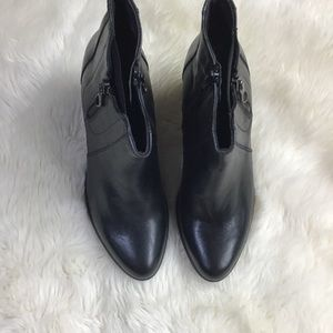 Davos gomma black leather ankle boots size…